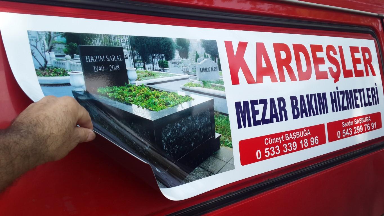 Ankara araç giydirme işlemi,  halk arasında araba reklamı, araba üstü reklam gibi terimlerle tanınmaktadır. Bu reklam uygulaması Cast Folyo isimli 0,11 – 0,13 mm kalınlığında yapışkan PVC ile y