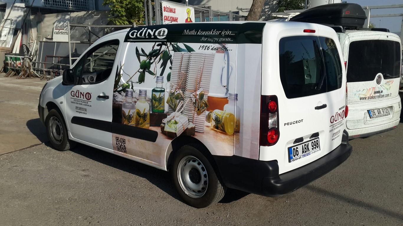 Ankara RAraç giydirme işlemi,  halk arasında araba reklamı, araba üstü reklam gibi terimlerle tanınmaktadır. Bu reklam uygulaması Cast Folyo isimli 0,11 – 0,13 mm kalınlığında yapışkan PVC ile  (5)
