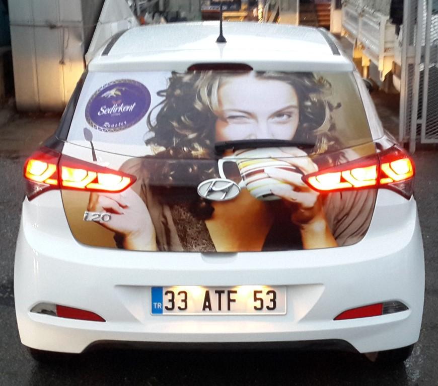 Araç giydirme işlemi,  halk arasında araba reklamı, araba üstü reklam gibi terimlerle tanınmaktadır. Bu reklam uygulaması Cast Folyo isimli 0,11 – 0,13 mm kalınlığında yapışkan PVC ile y (2)