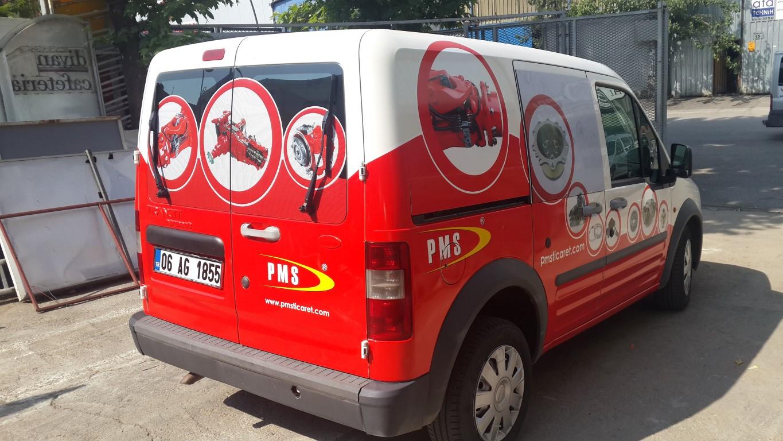 Araç giydirme işlemi,  halk arasında araba reklamı, araba üstü reklam gibi terimlerle tanınmaktadır. Bu reklam uygulaması Cast Folyo isimli 0,11 – 0,13 mm kalınlığında yapışkan PVC ile yapılan bir uygulama (14)