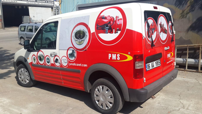 Araç giydirme işlemi,  halk arasında araba reklamı, araba üstü reklam gibi terimlerle tanınmaktadır. Bu reklam uygulaması Cast Folyo isimli 0,11 – 0,13 mm kalınlığında yapışkan PVC ile yapılan bir uygulama (5)
