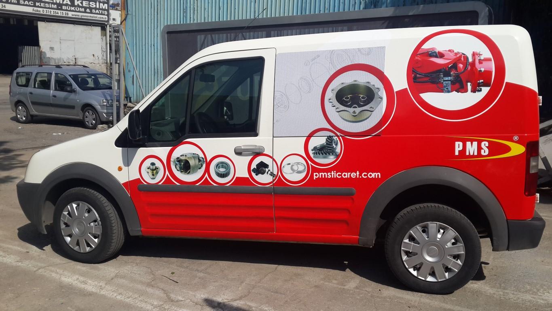 Araç giydirme işlemi,  halk arasında araba reklamı, araba üstü reklam gibi terimlerle tanınmaktadır. Bu reklam uygulaması Cast Folyo isimli 0,11 – 0,13 mm kalınlığında yapışkan PVC ile yapılan bir uygulama (7)
