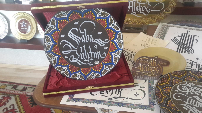HAT SANATKARI,ankara hattat,hattat,ankara hattat,ankara kaligrafi,ankara kaligrafi merkezi,ankara hat merkezi,ankarada hatattatlar,ankarada kaligraflar,kaligraf ankara,kaligrafi kursu,hat sanatı kurslerı,h (4)